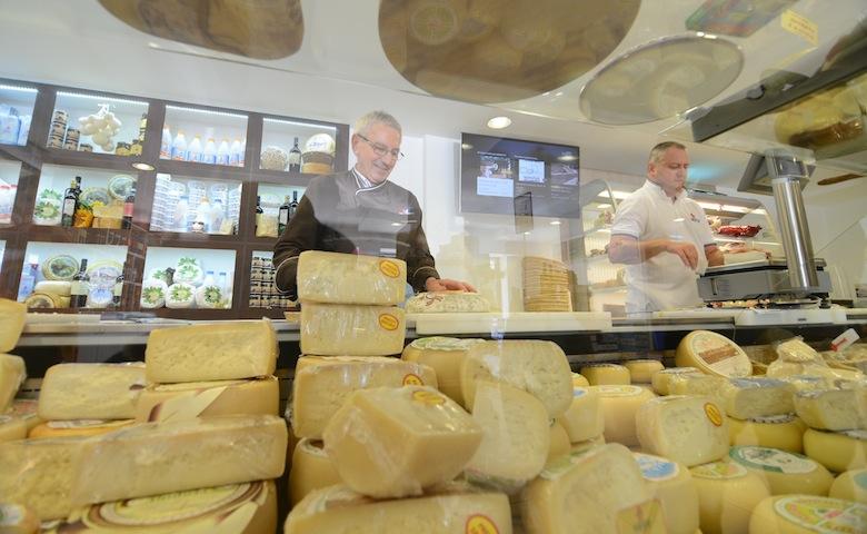 Cibo made in Italy: vendita formaggi