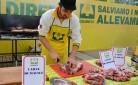 Preparazione della grigliata, nella giornata nazionale della carne italiana