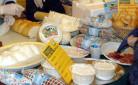 Agricoltura e consumi: formaggi in vendita al mercato di Campagna Amica