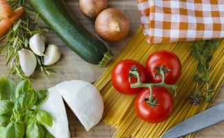 Pasta, pomodoro e mozzarella sono alcuni dei prodotti base della dieta mediterranea