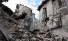 Una delle tante case crollate con il terremoto