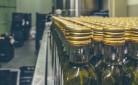 Bottiglie di vino in stabilimento