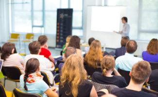 Agricoltura e formazione: giovani studenti durante un corso universitario