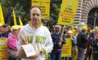 Il presidente Roberto Moncalvo durante la manifestazione degli imprenditori agricoli della Coldiretti davanti al Mipaaf in difesa del riso italiano