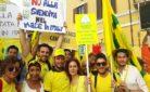 Giovani agricoltori che manifestano contro il CETA